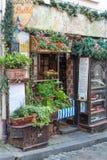 Cafe Le Poulbot en Montmartre, París Francia II imagenes de archivo
