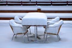Cafe med snow. Vinter. Arkivfoto
