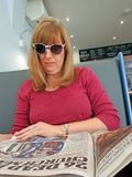 Cafe newspaper woman Stock Photography