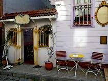 cafen chairs tabellen Arkivfoto