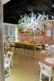 cafen chairs tomma inre nummertabeller Arkivfoto