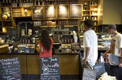 Cafetería de Starbucks Imagen de archivo libre de regalías