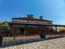 Cafeter?a bonita en el castillo de Ioannina imagenes de archivo