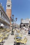 Cafeteria på Sts Mark fyrkant, Venedig, Italien Venetian terrasser Royaltyfri Foto
