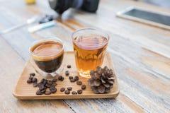 Caffè americano e tè caldo Fotografie Stock Libere da Diritti
