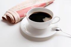 Caffè & notizie Fotografia Stock Libera da Diritti