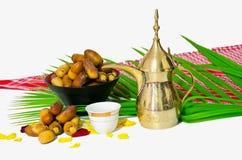 Caffè arabo con la frutta della data fotografie stock libere da diritti