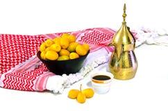 Caffè arabo con la frutta della data Fotografie Stock