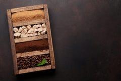 Caffè arrostito e macinato, zucchero bruno fotografie stock