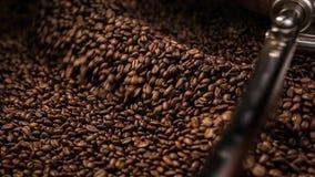 Caffè arrostito mescolantesi archivi video