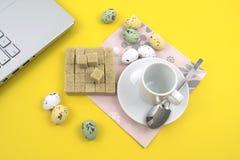Caffè aspettante ed affare duing Fotografia Stock