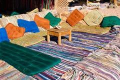 Caffè beduino sulla spiaggia nell'Egitto fotografie stock