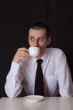 Caffè bevente dell'uomo d'affari triste Fotografie Stock