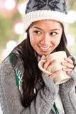 Caffè bevente della bella donna asiatica Immagini Stock Libere da Diritti