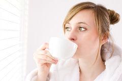 Caffè bevente della donna Immagini Stock Libere da Diritti