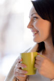 Caffè bevente della donna. Bella donna di mezza età che sta nella f Immagini Stock Libere da Diritti