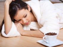 Caffè bevente della giovane donna Immagine Stock Libera da Diritti