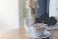 Caffè caldo con arte del latte della schiuma Fotografia Stock Libera da Diritti