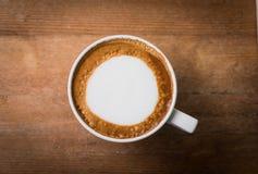 Caffè caldo con arte del latte della schiuma, caffè di arte del latte Immagini Stock Libere da Diritti