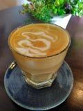 Caffè caldo del latte del caffè di pomeriggio Fotografie Stock