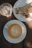 Caffè caldo di arte del cappuccino Fotografie Stock