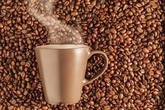 Caffè caldo di cottura a vapore delizioso sui fagioli 3 Fotografia Stock Libera da Diritti