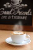 Caffè caldo in una tazza immagini stock