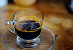 Caffè caldo in una tazza Immagini Stock Libere da Diritti