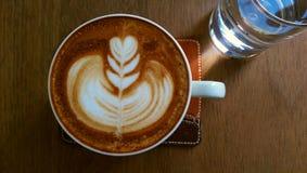 Caffè con arte del latte Fotografia Stock