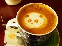 Caffè con arte del latte del panda Fotografia Stock