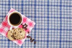 Caffè con i biscotti del cioccolato Fotografia Stock