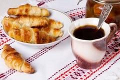 Caffè con i croissant Fotografia Stock Libera da Diritti