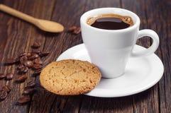 Caffè con il biscotto di farina d'avena Immagine Stock