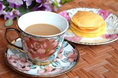 Caffè con il pancake casalingo Immagine Stock Libera da Diritti