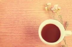 Caffè con il tono del dolce del fiore Fotografie Stock