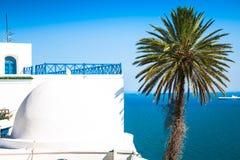 Caffè con la bella vista sul porto di Sidi Bou Said Fotografie Stock Libere da Diritti