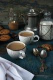 Caffè con latte ed i biscotti di farina d'avena casalinghi Immagine Stock Libera da Diritti