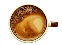 Caffè con latte in una tazza ceramica con la schiuma dell'arcobaleno sulla cima immagini stock libere da diritti