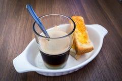 Caffè con pane tostato Fotografie Stock