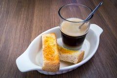 Caffè con pane tostato Fotografie Stock Libere da Diritti