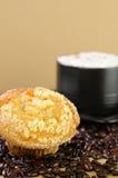 Caffè del Cappuccino con la focaccina Fotografia Stock Libera da Diritti