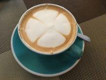 Caffè del Latte del chiodo di garofano fotografie stock libere da diritti