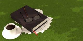 caffè del libro su tappeto verde Fotografia Stock Libera da Diritti