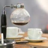 Caffè del sifone che fa i metodi fotografia stock