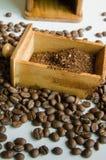 Caffè della macinazione Fotografie Stock Libere da Diritti