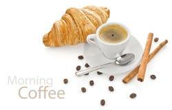 Caffè della tazza con il croissant immagini stock