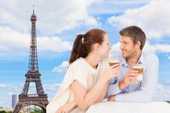 Caffè delle coppie di Parigi Fotografia Stock