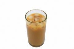 Caffè di ghiaccio di vetro del oOf isolato su fondo bianco Fotografia Stock