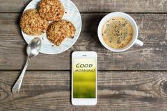 Caffè di mattina con i biscotti su una tavola di legno Fotografie Stock