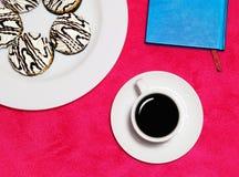 Caffè di mattina con i dolci Fotografie Stock Libere da Diritti